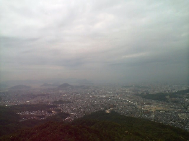 高尾山山頂から広島市内を望む